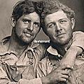 Beau livre /ils s'aiment : un siècle de photographies d'hommes amoureux