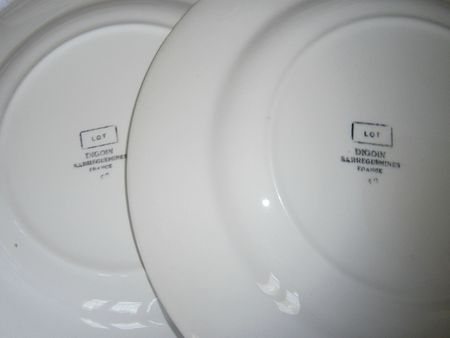 Assiette plate Lot Digoin estampillage