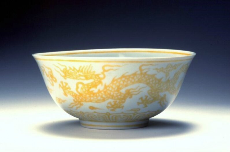 Bowl with dragons, Ming dynasty (1368-1644), Zhengde mark of the period (1506-1521)
