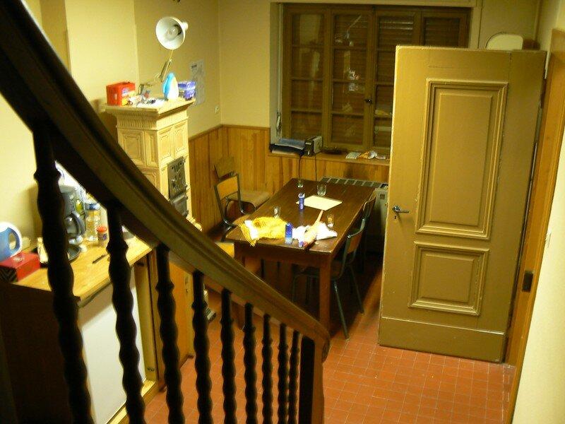 La salle à manger et une magnique table IKEA