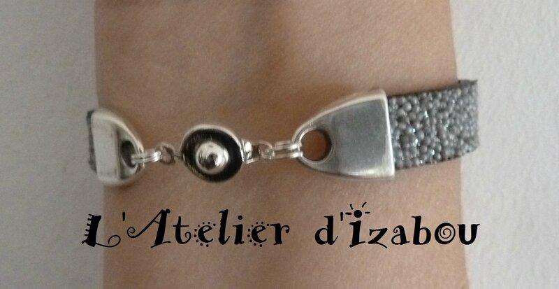 P1150260 Bracelet fête original cuir caviar argenté et connecteur rond ajouré, fermoir pression