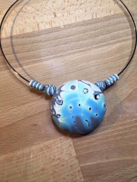 Collier étoilé bleu