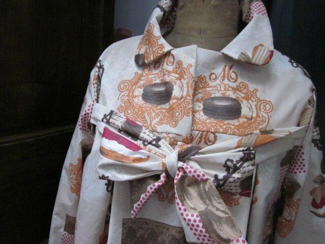 Ciré AGLAEen coton enduit gourmand brun orange et fushia sur fond beige (7)