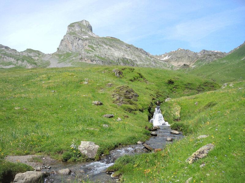 C) Lacs d'Ayous, ruisseau et pic des Moines (64)