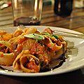 Pâtes aux aubergines et à la mozzarella fondante
