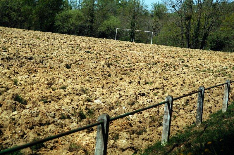 Bussiere terrain de foot labouré (6)