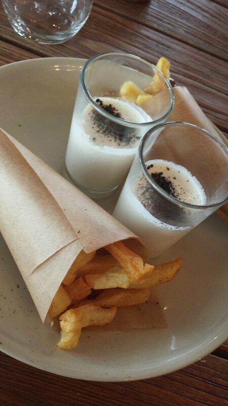 2014 04 25 - Auberge du Vertmont (20) - plateau de fromage - frites crème de maroilles et cendre d'oignon