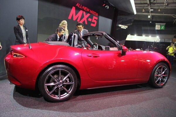 S7-Mazda-MX5-ND-les-moteurs-enfin-En-direct-du-Salon-de-Paris-2014-333550