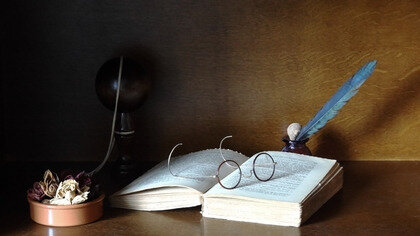 glasses feathers books objects 1920x1080 wallpaper_www