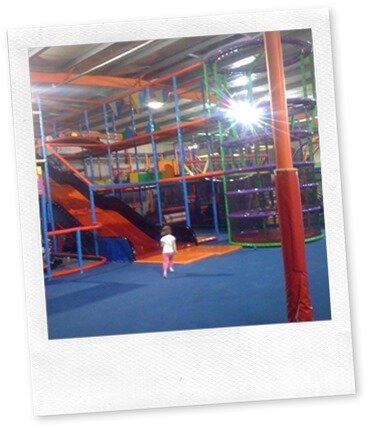 Foli z un parc de jeux en int rieur pour les enfants for Parc interieur pour enfant