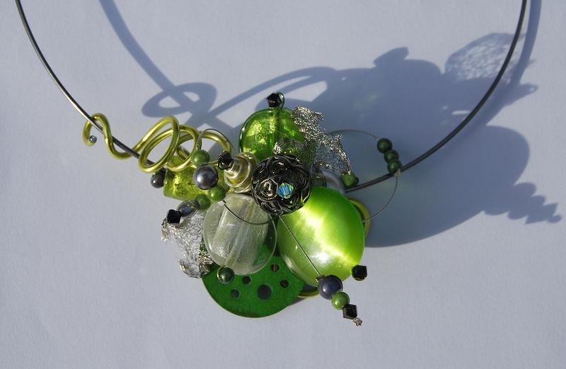 collier tour de cou vert, gris et organza