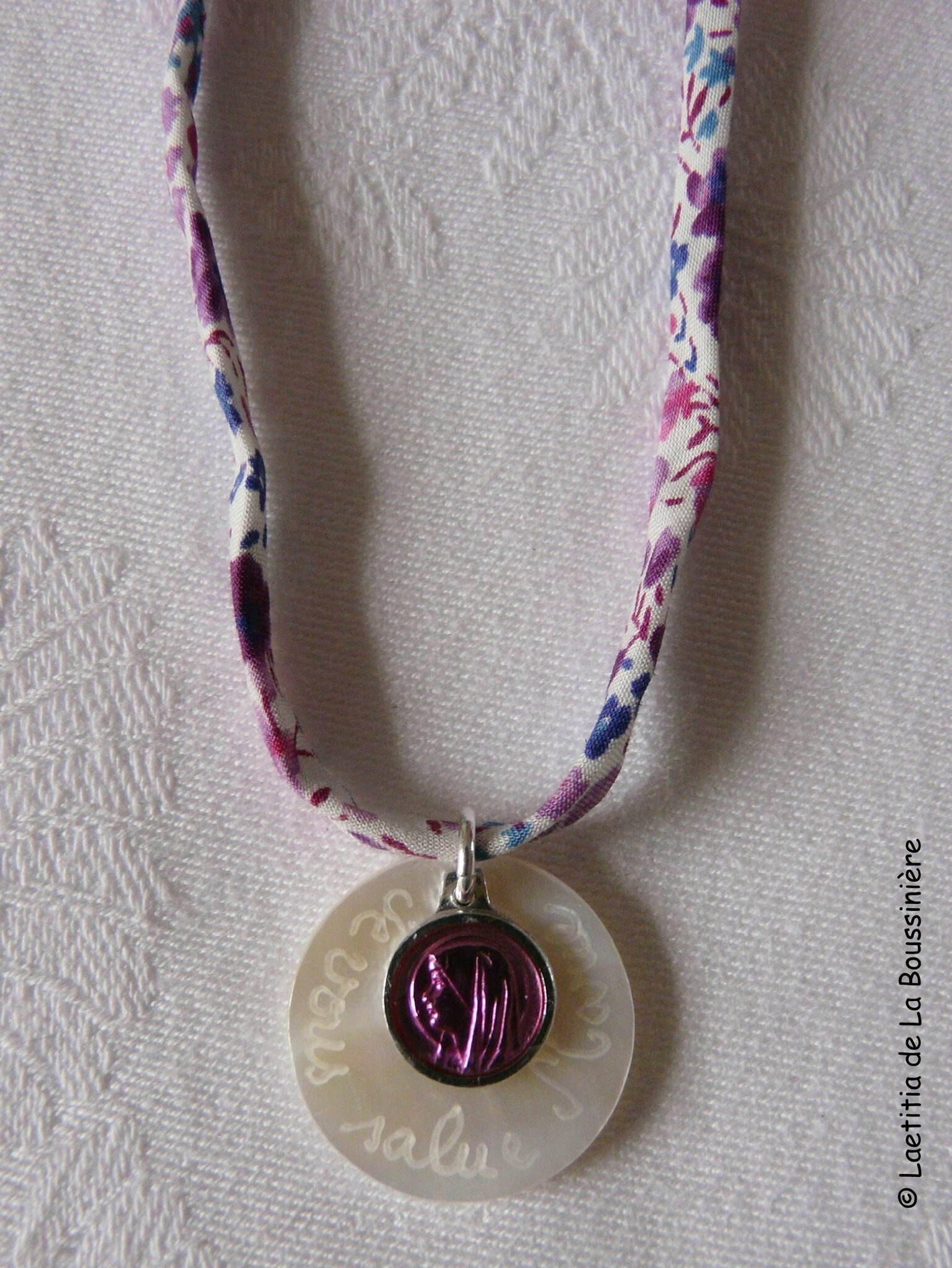 Collier Je vous Salue Marie (rose) - 13 €