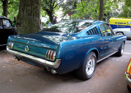 Ford_mustang_fastback_de_1965_02