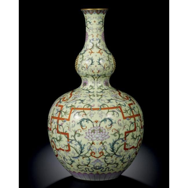A Magnificent Yellow Ground Famille Rose Double Gourd Vase Seal