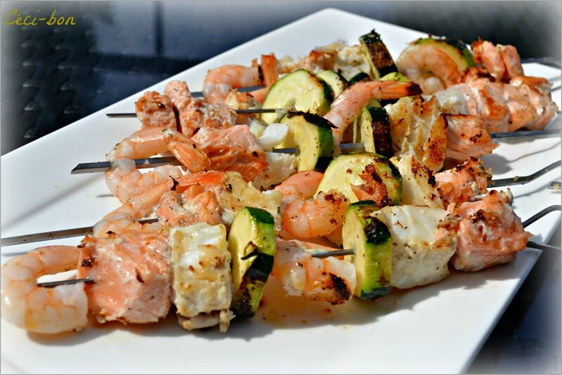 Brochettes_poissons_courgettes_marin_es