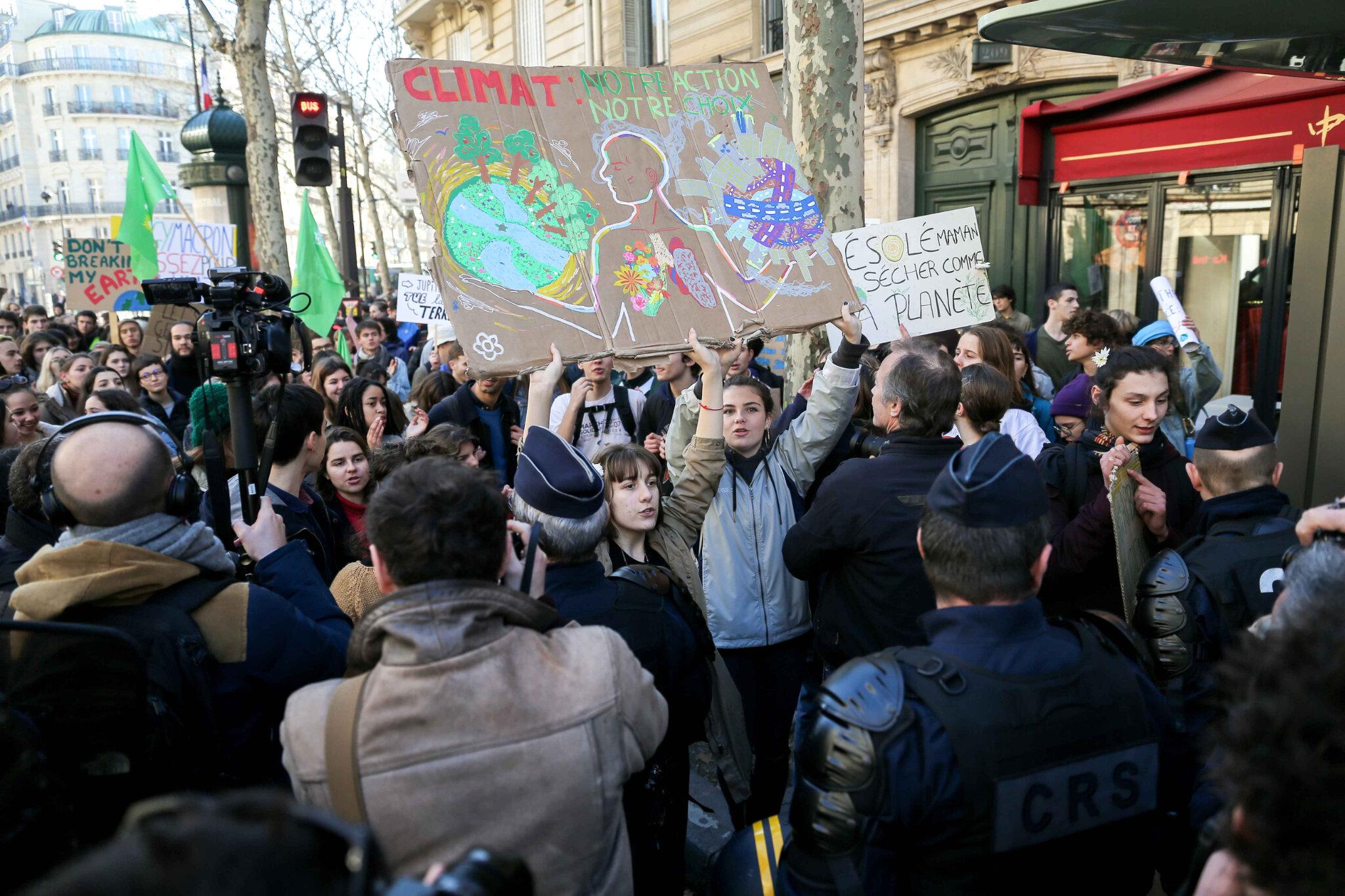 Timide début de mobilisation des jeunes pour le climat à Paris. © Michel Stoupak. Ven 15.02.2019, 14h08m03.