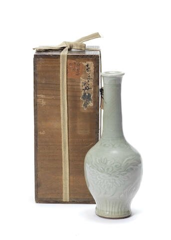 A Longquan celadon-glazed bottle vase, 15th century