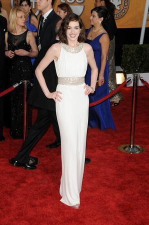 anne_hathaway_at_the_15th_sag_awards_in_los_angeles_california_8203_122_569lo
