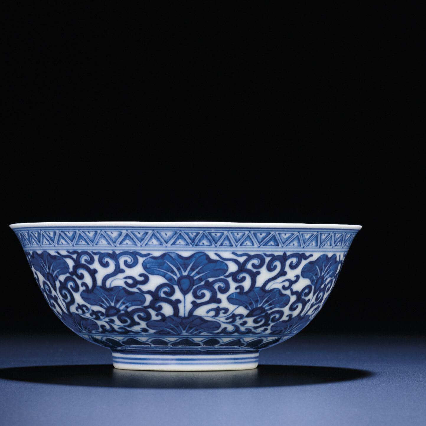 A fine blue and white bowl, Xuantong six-character mark and of the period (1908-1911)
