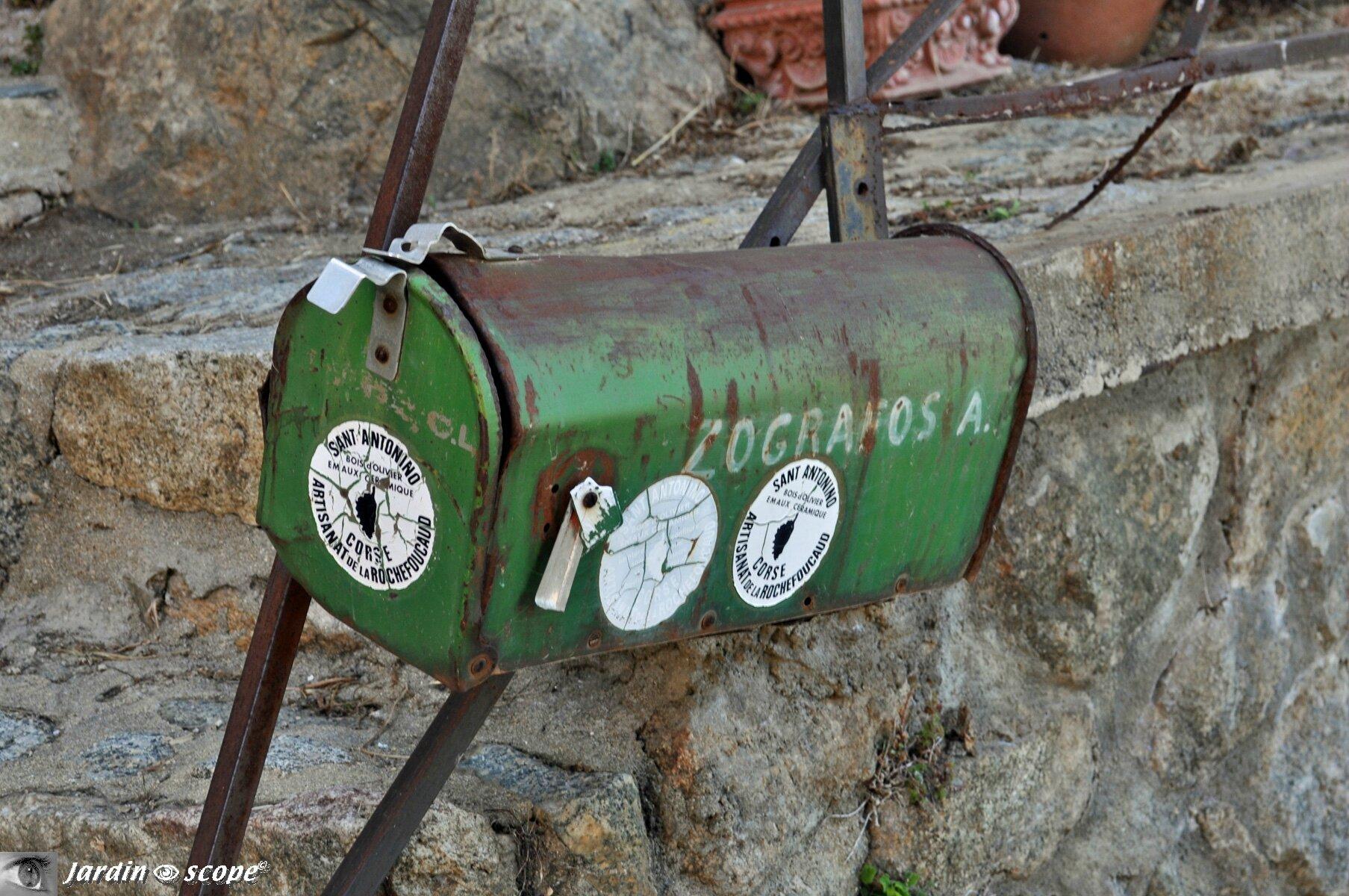 Boîte aux lettres à Sant-Antonino en Corse