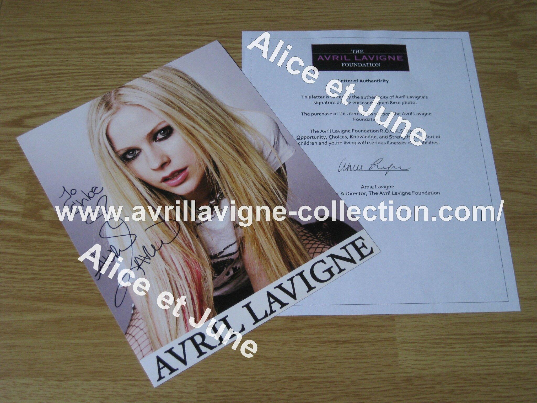 Signature d'Avril pour Chloé-The Avril Lavigne Foundation (automne 2012)
