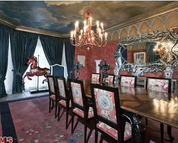 Christina-Aguileras-house-dining-room