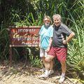 Rando sur l'île de MANUKAN. Mamie Bernadette et Papy Michel.