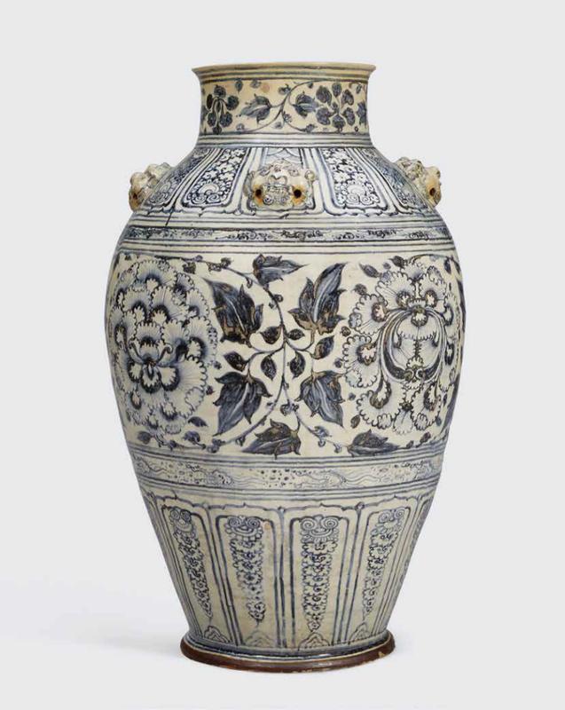 A rare massive blue and white storage jar, Lê dynasty, 15th-16th century