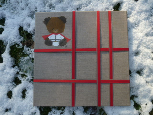 pêle-mêle ours chevalier, 40X40cm, 42 euros (+port),ici ruban taupe et rouge