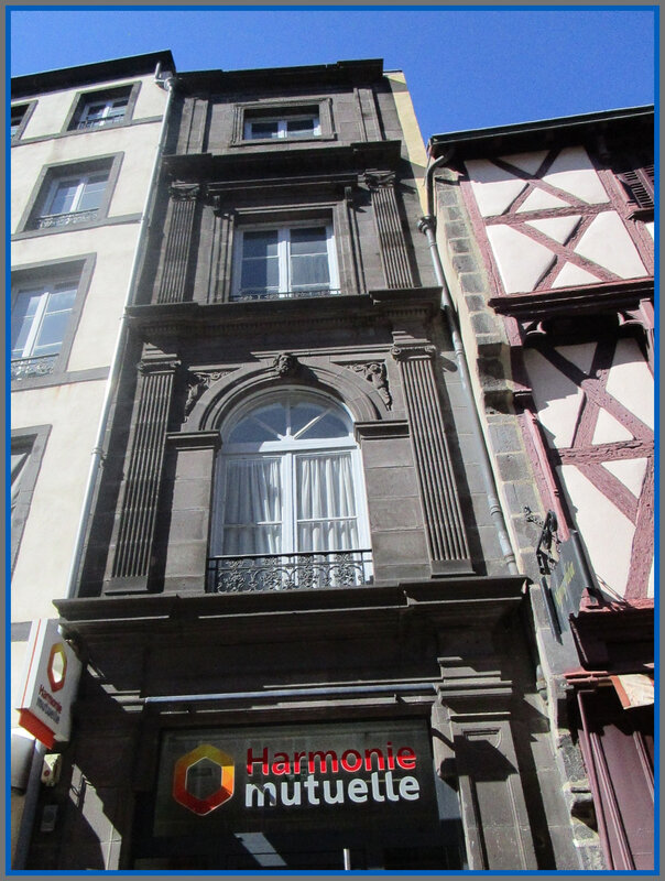 Rue Hotel de Ville5