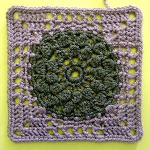 200 carrés crochet Trou bleu