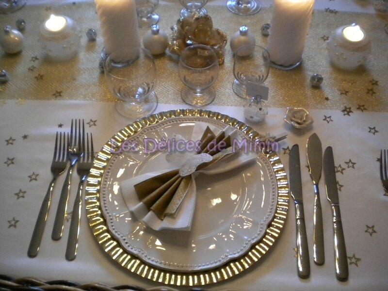 Ma table de Noël en blanc et or avec une pointe d'argent 2