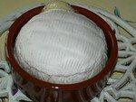 Le camembert gonfle, dès qu'il perce c'est qu'il peut être servi !