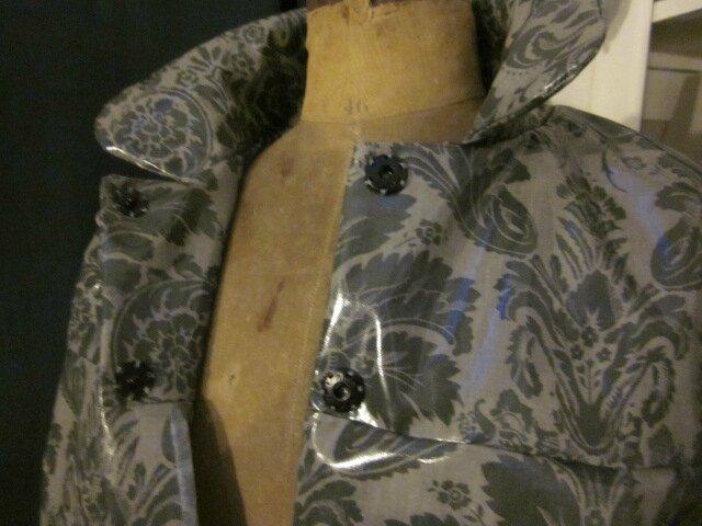 Ciré AGLAE en coton enduit fermé par des pressions cachés sous de gros boutons recouverts - taille 50 (17)